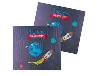Cortinilla lateral con dibujos del espacio